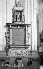 Collégiale, puis cathédrale Notre-Dame, actuellement église paroissiale Notre-Dame - Monument commémoratif de Jean du Bur, échevin de Saint-Omer et de sa femme