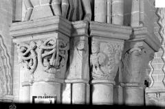 Eglise - Chapiteaux d'un pilier de la nef et du bas-côté