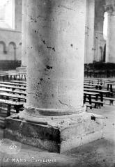 Cathédrale Saint-Julien - Base d'un pilier de la nef