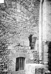 Cathédrale Saint-Julien - Chapelle Saint-Sauveur : Appareil du mur et chapiteau