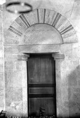 Abbaye de la Couture - Eglise. Vue intérieure du transept nord : Petite porte
