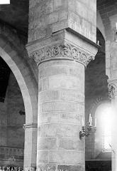 Abbaye de la Couture - Eglise : Colonne et chapiteau du chœur