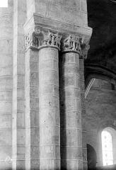 Abbaye de la Couture - Eglise : Colonnes et chapiteaux de la nef