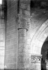 Abbaye de la Couture - Eglise : Colonne et chapiteau de la nef