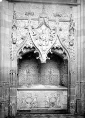 Eglise Saint-Jacques-le-Majeur et Saint-Jean-Baptiste - Monument funéraire de Raoul de Lannoy, gouverneur de Gênes mort en 1508, et de sa femme Jeanne de Poix morte en 1524