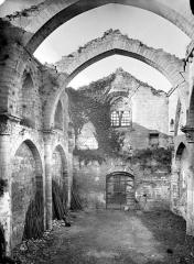Ancienne église Saint-Grégoire, actuellement entrepôt municipal - Vue intérieure de la nef vers l'ouest