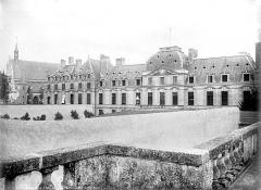 Château des Ducs de la Trémoïlle - Vue d'ensemble, côté cour