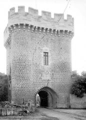 Enceinte fortifiée - Porte de Ville : Vue d'ensemble extra-muros, côté sud