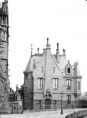 Cathédrale Notre-Dame - Bâtiment annexe au sud-ouest de la cathédrale