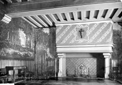 Evêché et ses dépendances - Vue intérieure de la salle à manger avec grande cheminée