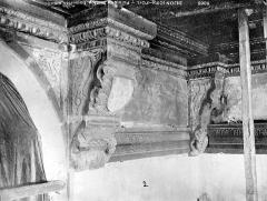 Palais de Justice - Boiseries de plafond : Corbeaux