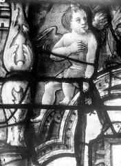 Eglise Saint-Martin - Vitrail, baie 3 (détail) : Angelot
