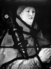 Eglise Saint-Martin - Vitrail, baie 4 (détail) : Charles de Villiers, évêque de Beauvais, ambassadeur à la cour de Charles Quint