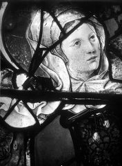 Eglise Saint-Martin - Vitrail, baie 5 (détail) : Buste de sainte Madeleine
