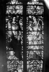 Eglise Saint-Martin - Vitrail, baie 9 (partie supérieure) : Un saint et une sainte