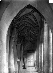 Logis Barrault - Cour intérieure : Vue intérieure de la galerie