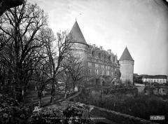 Château, actuellement musée départemental d'art contemporain et sous-préfecture de Rochechouart - Ensemble