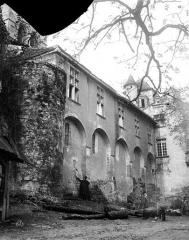 Eglise et son cloître - Château, côté nord : Façade accolée à l'église