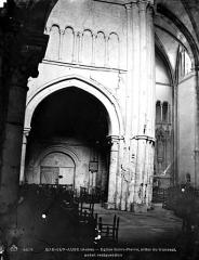 Eglise Saint-Pierre - Nef, vue du choeur