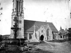 Eglise Saint-Jean-Baptiste - Façade sud et fontaine