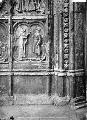 Ancienne cathédrale Saint-Etienne - Portail ouest, porte de gauche, soubassement