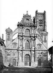 Eglise Saint-Pierre ou Saint-Père - Façade ouest