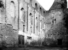 Eglise abbatiale Saint-Pierre-Saint-Paul - Pan de mur de la nef