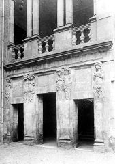 Hôtel de Nayrac - Façade, vue d'ensemble des trois portes