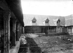 Cloître Saint-Saturnin dans l'hospice du faubourg de Vienne - Cloître de Saint-Saturnin