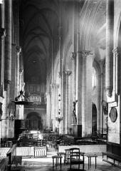Basilique Saint-Julien - Nef, vue du choeur
