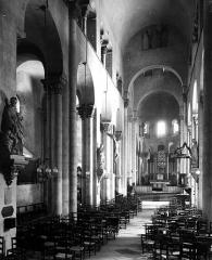 Eglise Notre-Dame-du-Port - Nef, vue de l'entrée