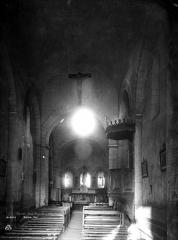Eglise Sainte-Radegonde - Nef, vue de l'entrée