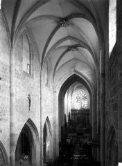 Eglise Saint-Basile - Nef, vue de l'entrée