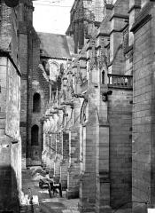 Ancienne cathédrale, actuellement église Notre-Dame, et cloître - Contrefort extérieur