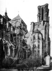 Ancienne cathédrale, actuellement église Notre-Dame, et cloître - Grande tour de l'ouest