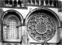 Ancienne cathédrale, actuellement église Notre-Dame, et cloître - Vitrail, rose, baie centrale, façade ouest, côté nord