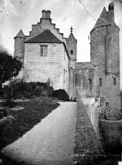 Château et son enceinte - Logis Royal : Façade sud et tour d'Agnès Sorel