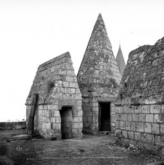 Château et son enceinte - Porte Royale ou châtelet d'entrée (au nord-ouest de l'enceinte) : Plateforme supérieure