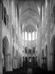 Eglise Notre-Dame (ancienne collégiale) - Nef, vue de l'entrée