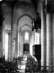 Eglise Saint-Hilaire - Nef, vue du choeur