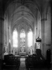 Eglise paroissiale Saint-Jean-Baptiste - Nef, vue de l'entrée
