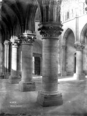 Cathédrale Notre-Dame - Colonnes, chapiteaux