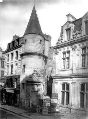 Ancienne abbaye Saint-Martin-des-Champs, actuellement Conservatoire National des Arts et Métiers et Musée National des Techniques - Tour