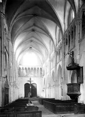 Eglise Saint-Eliphe - Nef, vue du choeur