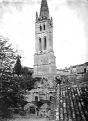 Eglise souterraine monolithe (ancienne église paroissiale Saint-Emilion) - Clocher et vue de l'église souterraine