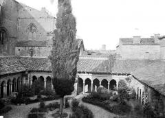 Eglise collégiale Saint-Emilion - Vue en plongée sur l'ensemble du cloître