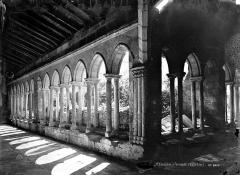 Eglise collégiale Saint-Emilion - Angle de deux galeries