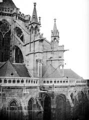 Cathédrale Saint-Pierre Saint-Paul - Contrefort sud