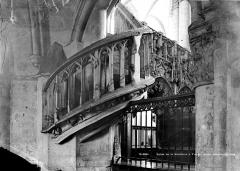 Eglise de la Madeleine et ancien cimetière - Escalier, jubé