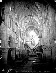 Eglise Saint-Denys - Nef, vue de l'entrée